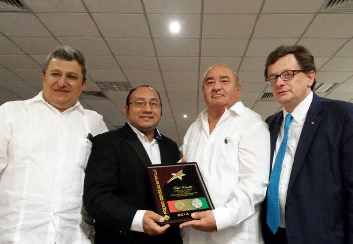 Los Caballeros de Colón de Mérida, que pertenecen al consejo 13963 'Mons. Fernando Ruiz Solórzano', fueron distinguidos con el Premio Consejo Triple Estrella . (SIPSE)