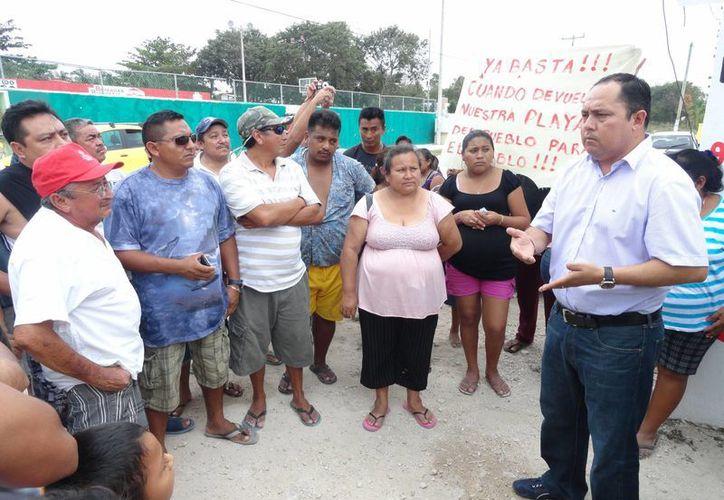 Los habitantes fueron atendidos por el alcalde de Tulum. (Rossy López/SIPSE)