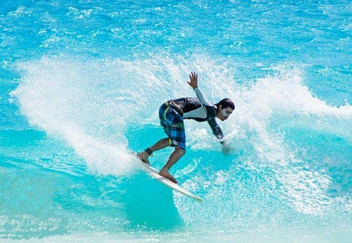 Los surfistas tendrán que esperar una semana más para el evento. (Archivo/SIPSE)