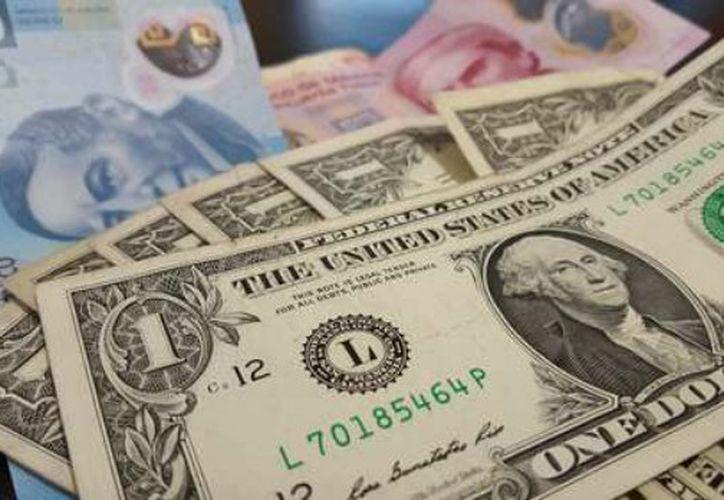 El dólar cerró la jornada del viernes a $19.50. (La Jornada)