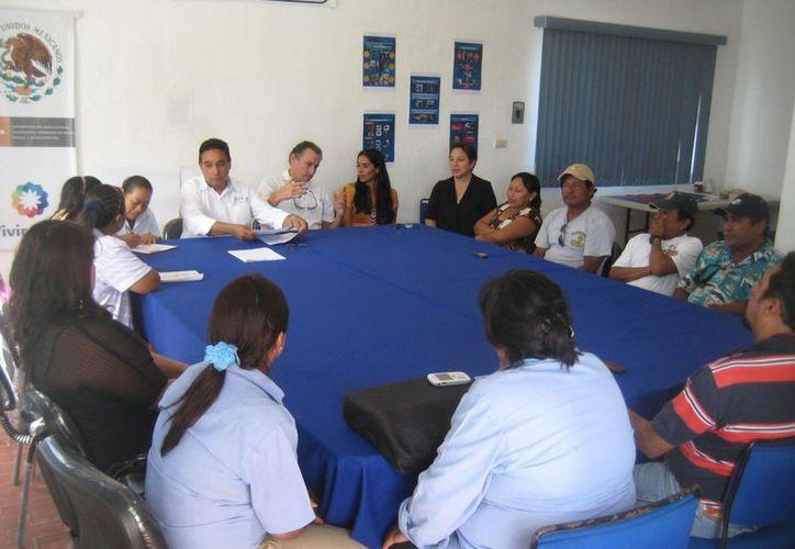Las organizaciones y agrupaciones sociales se esfuerzan para lograr la sustentabilidad de los productos del mar. (Lanrry Parra/SIPSE)