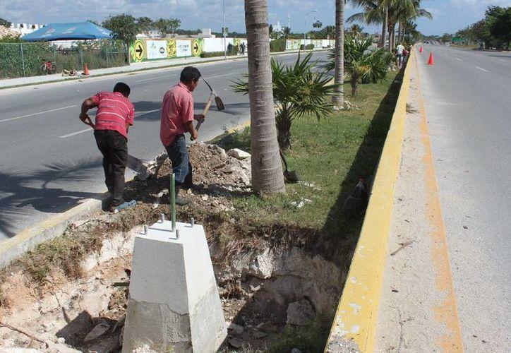 Preparan instalación de postes en el arco vial. (Adrián Barreto/SIPSE)