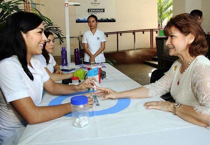 El servicio 'Mesa de Atención y Prevención de Diabetes' del DIF Mérida es gratuito, su aplicación sólo dura 5 minutos y no se requiere llevar ninguna documentación. (Foto cortesía del Gobierno)