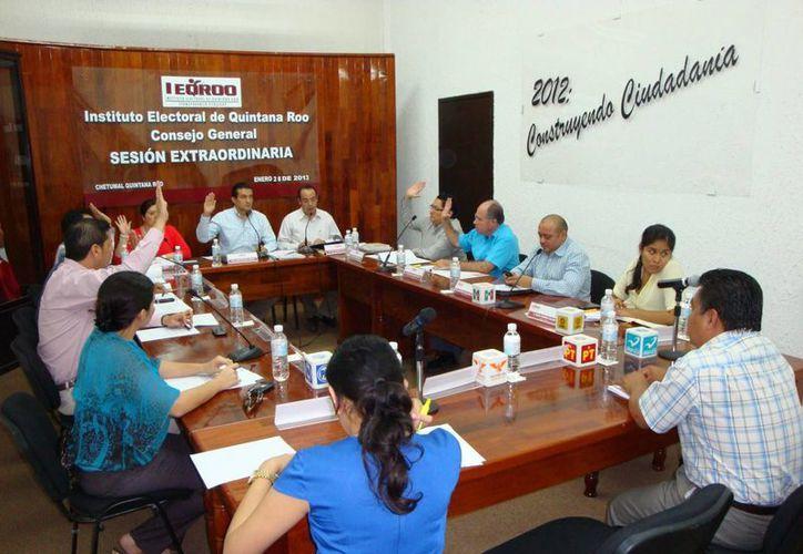 Consejo General del Instituto Electoral de Quintana Roo durante su sesión. (Redacción/SIPSE)