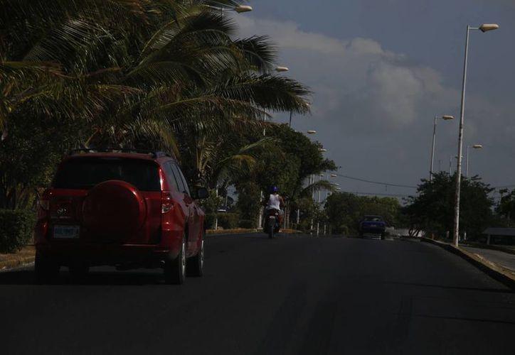 En el área cercana hacia plaza Las Américas transitan diariamente  más de 35 mil personas en abordaje y salidas de transporte público. (Israel Leal/SIPSE)