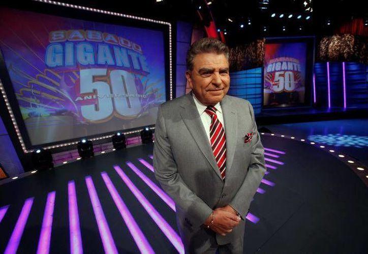 """El creador y presentador chileno de """"Sábado Gigante"""", Mario Kreutzberger, más conocido como Don Francisco, posa en el estudio del programa en Miami. (Agencias)"""