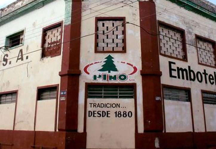 La embotelladora de la Sidra Pino cerró sus puertas el 20 de enero de 2011. (SIPSE)
