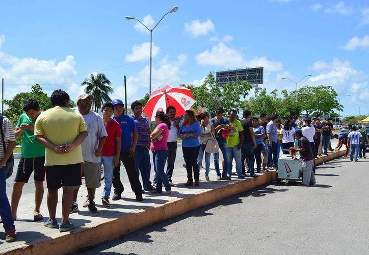 Aficionados hicieron fila para ver si alcanzaban alguno de los últimos boletos para el partido Venados vs. América de esta noche, en el Carlos Iturralde, duelo de la Copa MX. (Venados FC/Facebook)