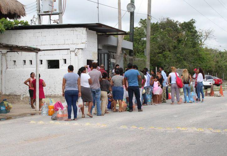 Desde las nueve de la mañana iniciaron las visitas. (Adrián Barreto/SIPSE)