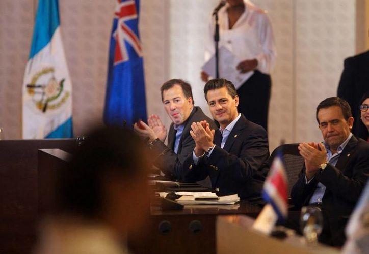 """El Presidente destacó el """"enorme potencial que tiene el acuerdo""""  hecho por """"cuatro países hermanos"""". (Tomada del Facebook Peña Nieto)"""