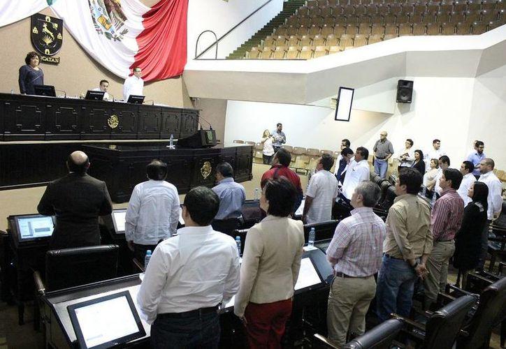 El Presidente de la Mesa Directiva, diputado Rafael Chan Magaña, realizó la declaratoria de clausura del Primer Período del Tercer Año de Ejercicio Constitucional de la LX Legislatura. (SIPSE)