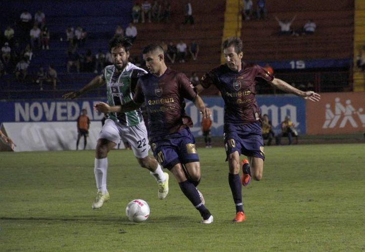 Los equipos protagonizaron un empate en el juego de vuelta del grupo 6. (Tomás Álvarez/SIPSE)