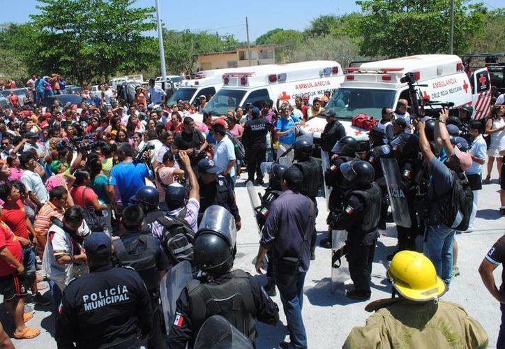 Los elementos policíacos protegieron a las personas que se encontraban de visita. (Redacción/SIPSE)
