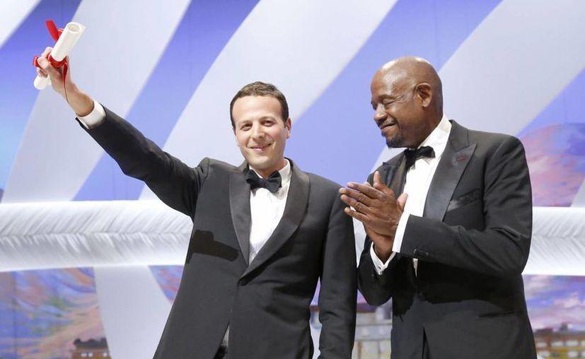 Amat Escalante recibió la máxima distinción en Cannes de manos de Forest Whitaker, ganador del Oscar en 2006. (EFE/Archivo)