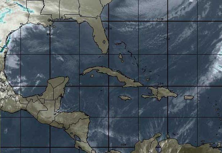 La Comisión Nacional del Agua, pronostica vientos del norte y noreste de 30 a 45 km/h sobre las costas de la Península de Yucatán. (Intellicast)