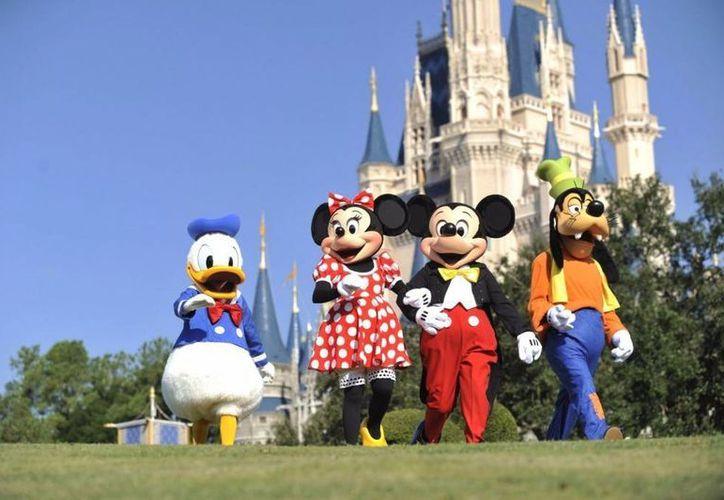 El sindicato de los actores que interpretan a Mickey, Goofy y otros personajes en Walt Disney World mantienen una disputa legal para que se sepa a qué personajes interpretan, pero ello va en contra de una política de confidencialidad que no está por escrito. (farandulaya.com)