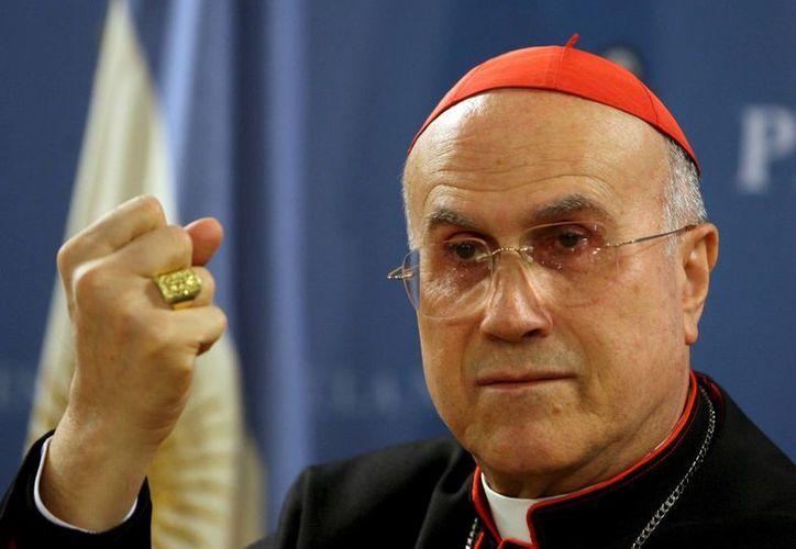 El cardenal Tarcisio Bertone fue acusado de abuso de poder durante el escándalo de Vatileaks. (Archivo/AP)