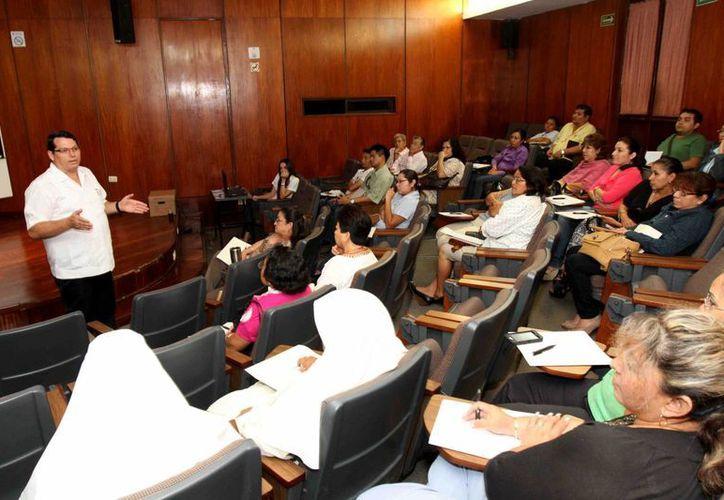 Diversas asociaciones civiles de Mérida participaron en el curso sobre las nuevas disposiciones fiscales. (SIPSE)
