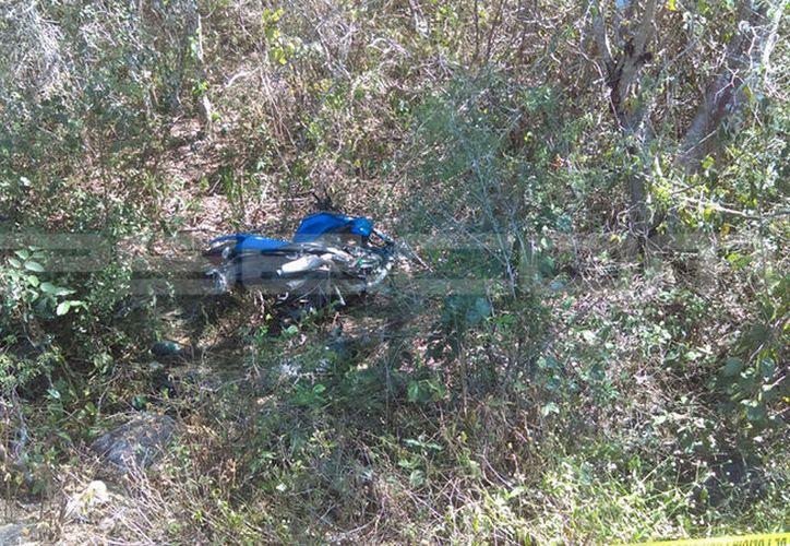 El cuerpo fue encontrado junto a diversas partes de la motocicleta. (SIPSE)