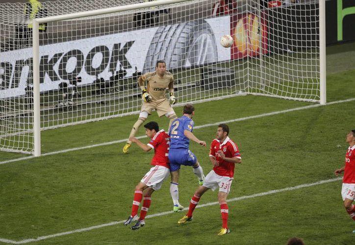 El gol del gane de Branislav Ivanovic fue derivado de un tiro de esquina. (Agencias)