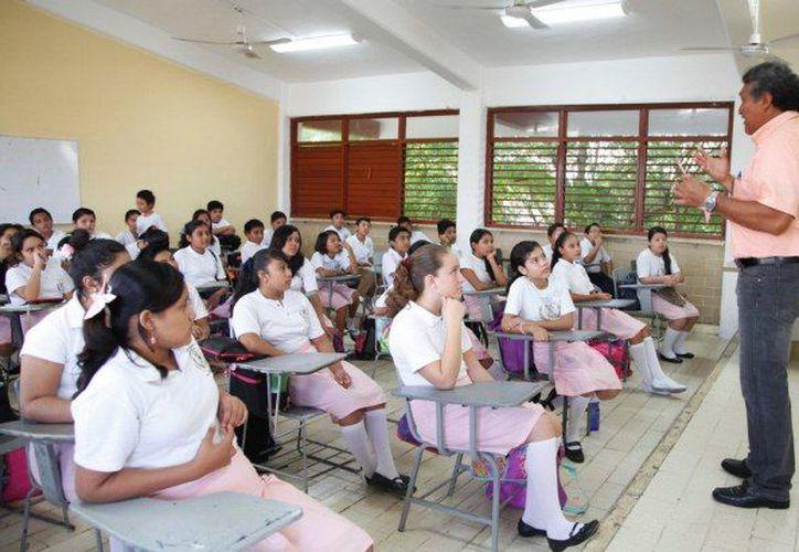 Esperan, además del incremento, un bono de seis mil 500 pesos, mismo que obtienen año tras año el 15 de mayo los docentes. (Foto: Internet)