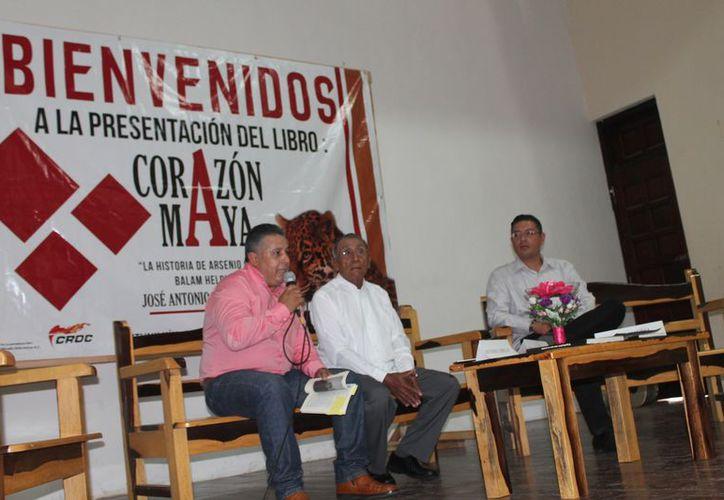 """Presentación del libro """"Corazón Maya"""" del autor José Antonio Cabello Nieto. (Gloria Poot/SIPSE)"""