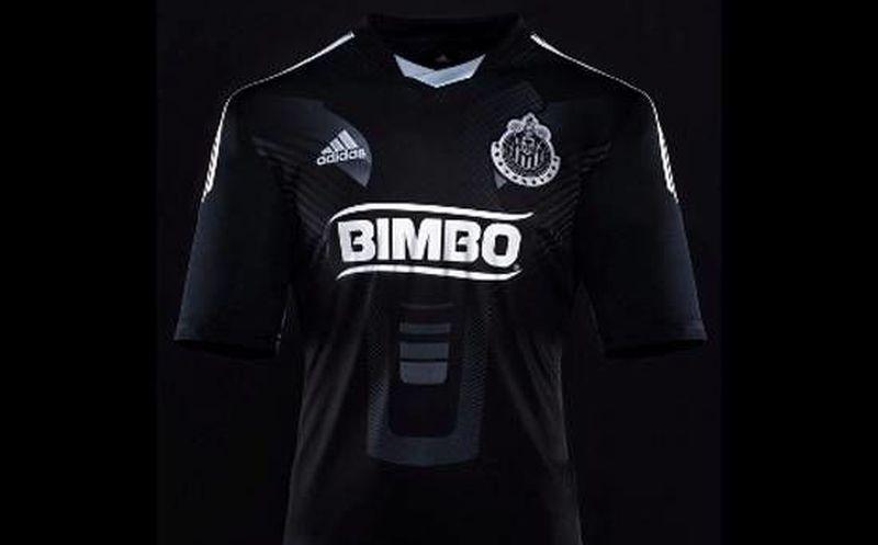 fb3cd814cb074 Nueva playera de las Chivas del Guadalajara  sin rayas y en negro y ...