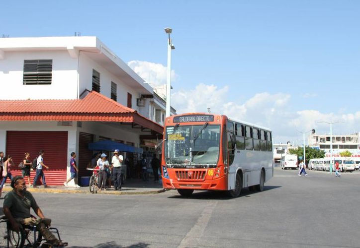 Una empresa retiró las 15 unidades que daban servicio a cinco rutas de Chetumal. (Foto: Eddy Bonilla)