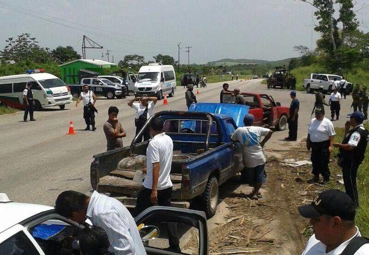 En el operativo se revisaron los números de serie de los vehículos para descartar que sean robados. (Claudia Martín/SIPSE)