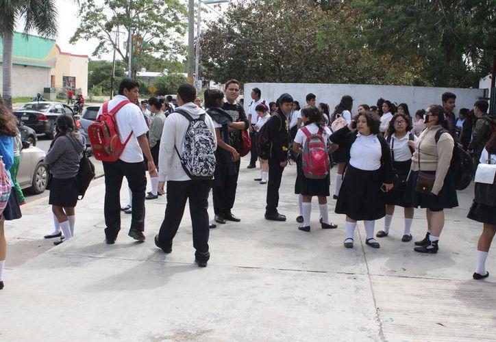 Los resultados indican que la muestra alcanzó el 80% de los alumnos que concurren a clases de un 70% de planteles en el estado. (Joel Zamora/SIPSE)