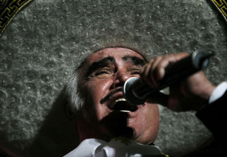 Vicente Fernández retomará en febrero su gira del adiós. En la foto, durante un concierto en la VFG Arena en Guadalajara. (Agencias)