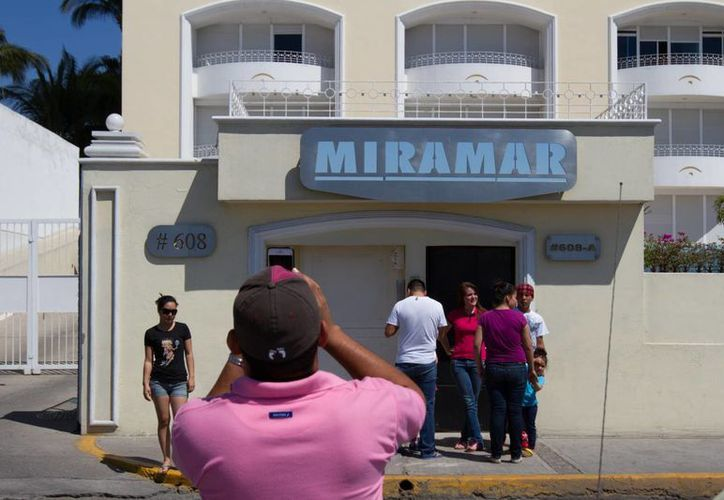 El edificio Miramar, donde fue detenido 'El Chapo', se ha convertido en una más de las atracciones que ofrece Mazatlán, en víspera de su famoso Carnaval. (Notimex)
