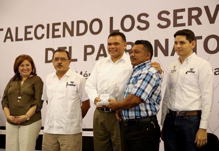 El Gobernador de Yucatán se reunirá este domingo con mamás y niños en un evento de la Asociación Cambiando Vidas A.C.-Croc. (Milenio Novedades)