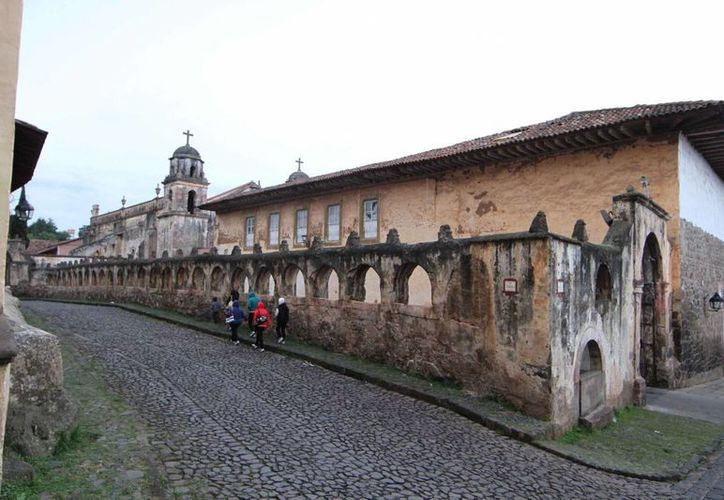 Los atractivos naturales, las tradiciones y las fiestas hacen de Pátzcuaro, Michoacán, un pueblo mágico que sorprende por sus fachadas de encanto colonial. (Notimex)