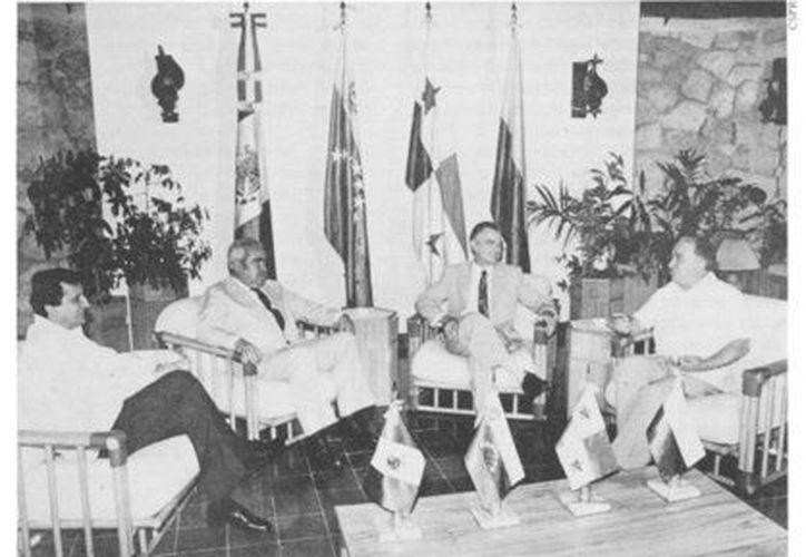 El presidente Miguel de la Madrid con sus colegas de Panamá, Colombia y Venezuela, en reunión del Grupo Contadora, en Cancún. (mmh.org.mx)