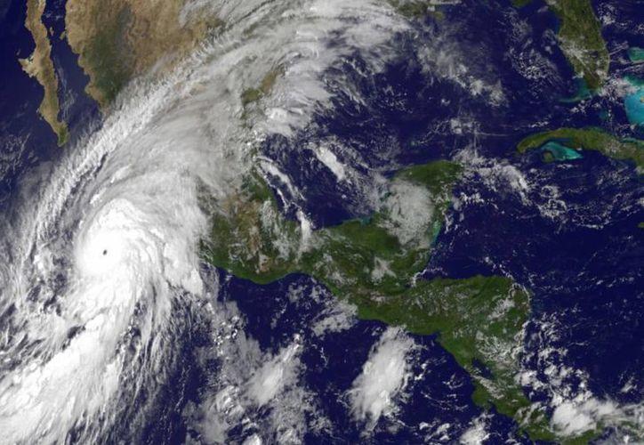 Expertos consideran a 'Patricia' como el huracán más poderoso del planeta en toda la historia. (Agencias)