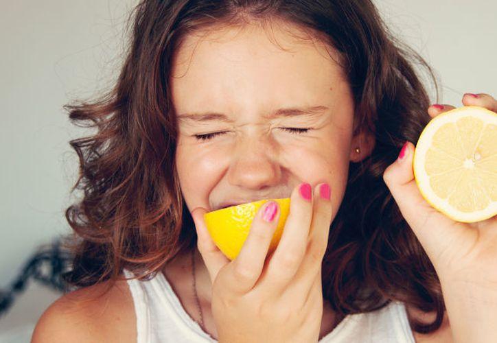 El reto consiste en comer una rodaja de limón, grabar en video la reacción que tengas. (Foto: Takeout).