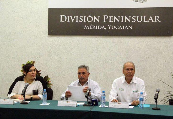Dirigentes de la CFE dieron a conocer los pormenores del programa Eco-Crédito Empresarial. (José Acosta/SIPSE)