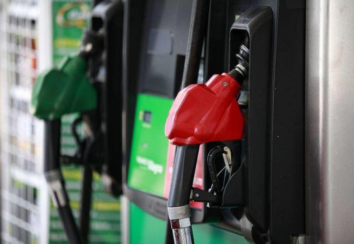 Aprobada por el Senado, la nueva Ley Federal para Prevenir y Sancionar los Delitos cometidos en materia de hidrocarburos contempla una tolerancia de 1.5% entre la gasolina que se vende y la que reciben los consumidores. (Notimex)