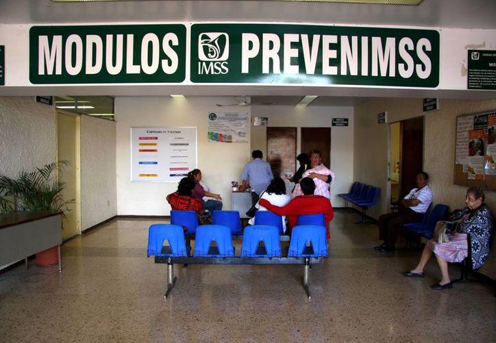 El IMSS refuerza sus acciones de prevención del cáncer de mama con actividades deportivas. Imagen de un módulo de Prevenimsss. (Milenio Novedades)
