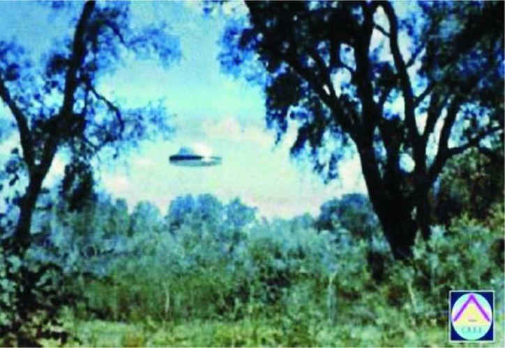 Esta es la foto del presunto OVNI en Muna que le ha dado la vuelta al mundo. (Jorge Moreno/SIPSE)