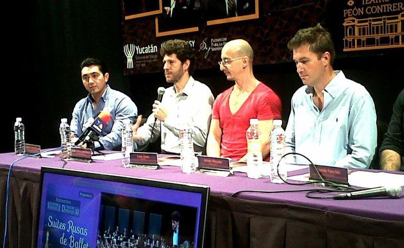 El director Juan Carlos Lomónaco (al micrófono) detalló la presentación de la OSY. (Milenio Novedades)