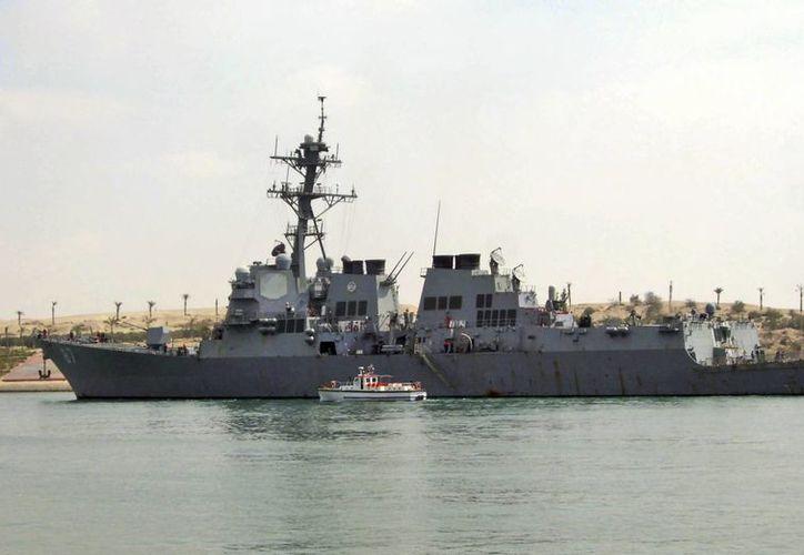El lanzamiento de los misiles fue el tercero en más o menos una semana contra el destructor USS Mason y otros barcos estadounidenses. (AP Photo/File)