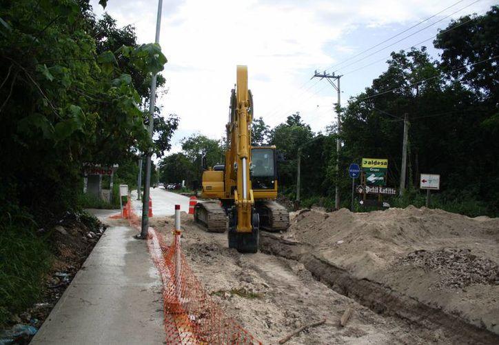 La introducción de tuberías que realiza la CAPA en la zona de Xcalacoco concluirá en diciembre. (Octavio Martínez/SIPSE)