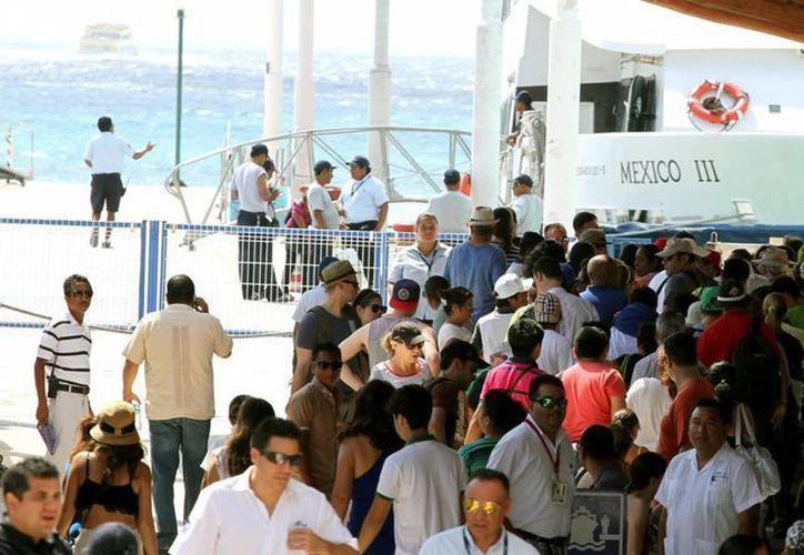 Habitantes de Playa del Carmen acusan que las navieras que van a Cozumel no siempre aplican el descuento que les corresponde. (Daniel Pacheco/SIPSE)