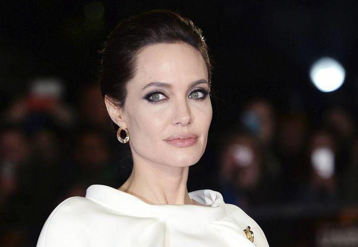 Angelina Jolie cumple mañana 40 años, posee dos Oscares y una carrera envidiable. En la fotografía, ella en la Alfombra Roja de los premios Oscar del año pasado. (EFE)