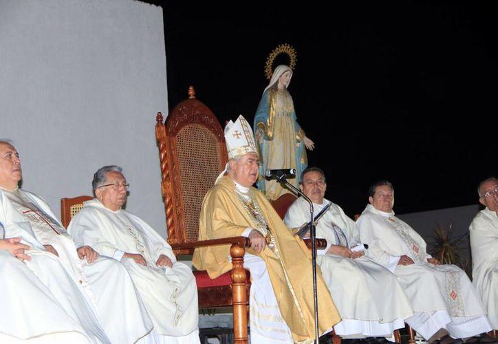 El Arzobispo de Yucatán presidió la ceremonia de clausura del Año de la Fe. (Wilbert Argüelles/SIPSE)