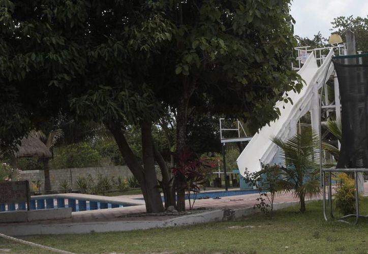 Los negocios de la ciudad que ofrecen al público el atractivo de una  alberca, son revisados de forma permanente por el sector salud. (Tomás Álvarez/SIPSE)