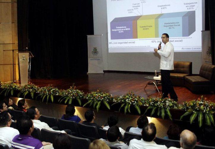 El senador Javier Lozano Alarcón, ex secretario del Trabajo y Previsión Social. (Christian AYala/SIPSE)