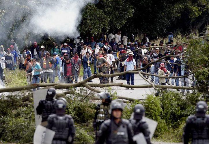 La carretera Bogotá-Tunja, que ayer fue escenario de enfrentamientos entre productores de papa y de leche con la Policía. (Archivo/EFE)